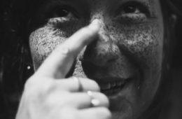 Come appare il nostro viso senza crema solare